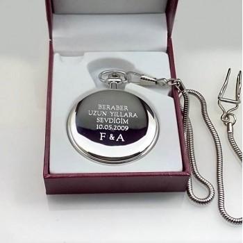 İsim Yazılan Parlak Metal Köstekli Saat